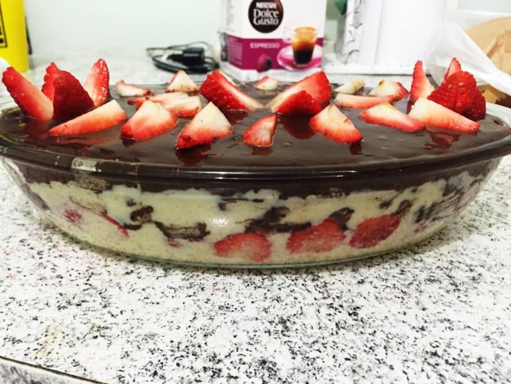 Torta de Bis com Morango: Receita fácil e deliciosa!