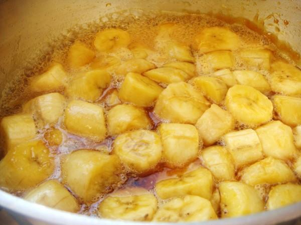 Abacaxi com banana em calda: Receita fácil e deliciosa!