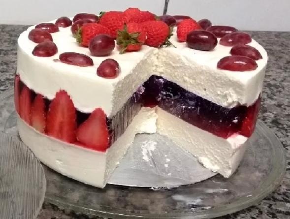 Torta Mousse de Leite Ninho com Gelatina de Morango: Sobremesa maravilhosa!