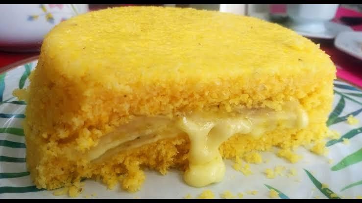 Cuscuz recheado com queijo e banana: Receita fácil e deliciosa!