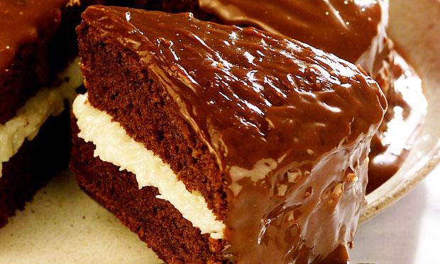 Bolo Prestígio com Cobertura de Chocolate (Receita maravilhosa)