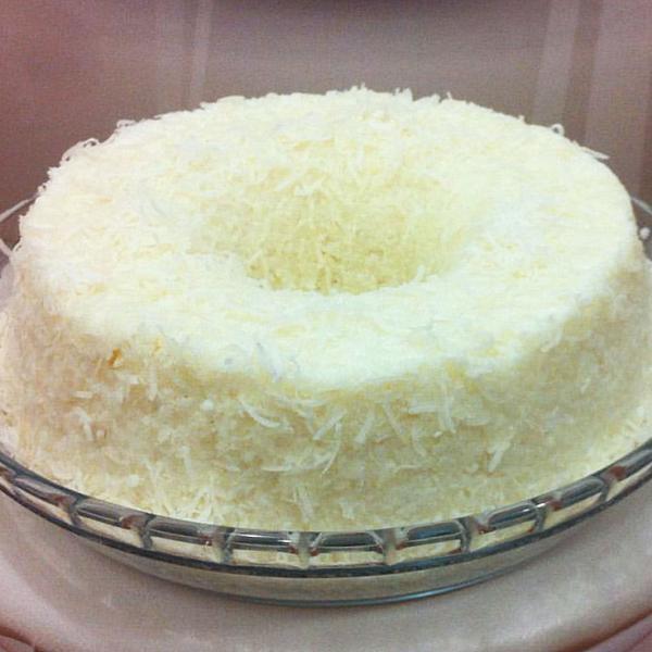 Bolo de tapioca gelado com leite condensado