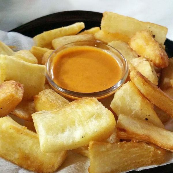 Mandioca frita de boteco