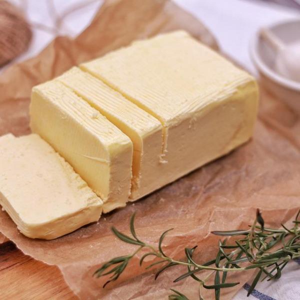 Manteiga caseira com nata