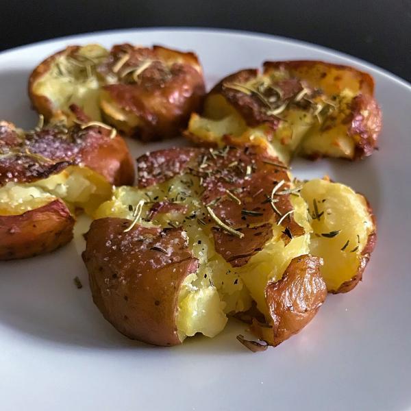 Batatas ao murro com alecrim: Receita maravilhosa!