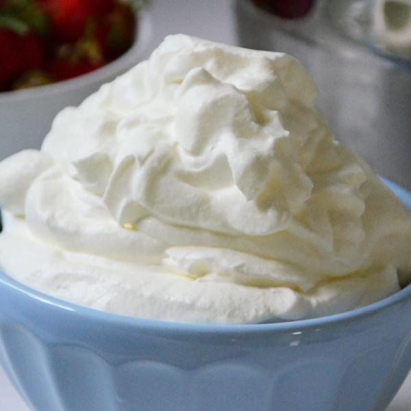 Chantilly com creme de leite: Receita simples e deliciosa!