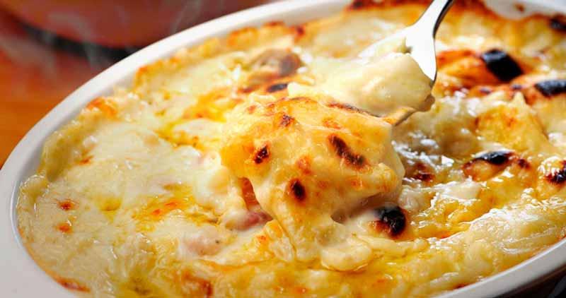 Bacalhau gratinado com batatas e requeijão
