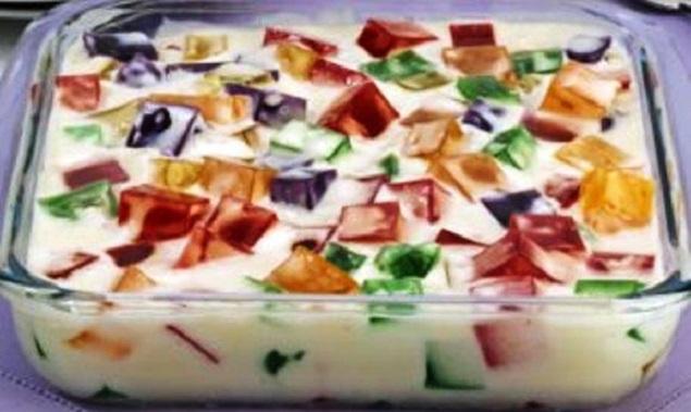 Gelatina colorida com creme de leite
